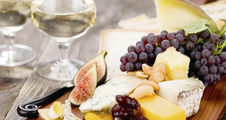 Как правильно кушать сыр